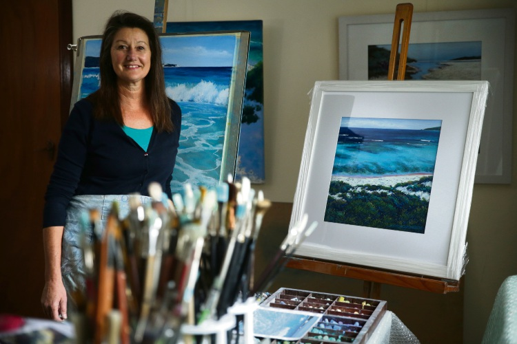 Julie Silvester with the painting to be given as a door prize at the exhibition. Picture: Martin Kennealey  d485328