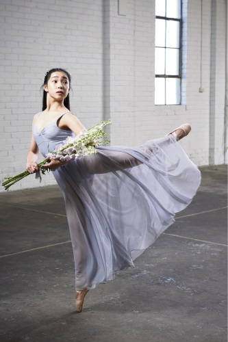 485647p Jada Huang (15) is taking part in a summer intensive ballet program in Chicago.