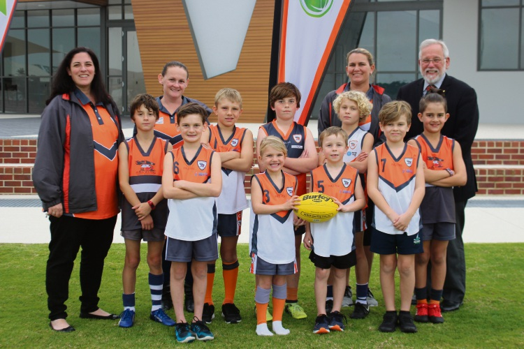 Piara Waters Junior Football Club players, parents and officials with City of Armadale mayor Henry Zelones.