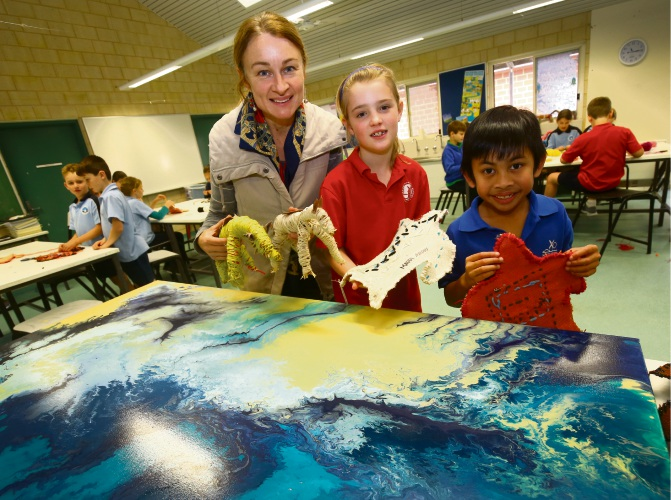 Artist in residence Louise Snook at the South Perth Primary School with Year 3 students Maddison and Jacob Picture: Matt Jelonek