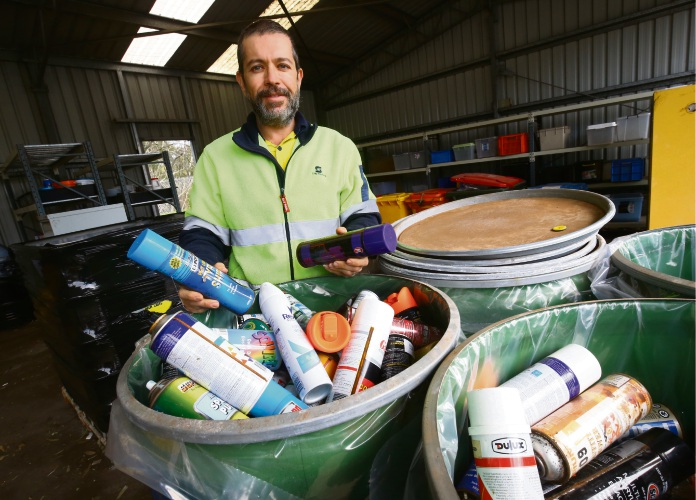 attendant Sayed Khan with Mayor Mark Irwin and Styrofoam at the Balcatta Recylcing Centre. Picture: Matt Jelonek.
