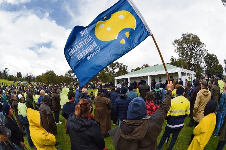 Pinjarra: Opposition leader Bill Shorten supports Alcoa workers over