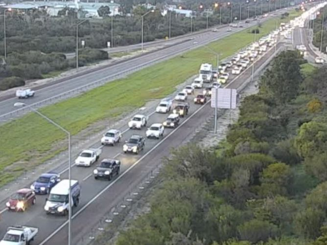 Traffic northbound on the Kwinana Freeway this morning.
