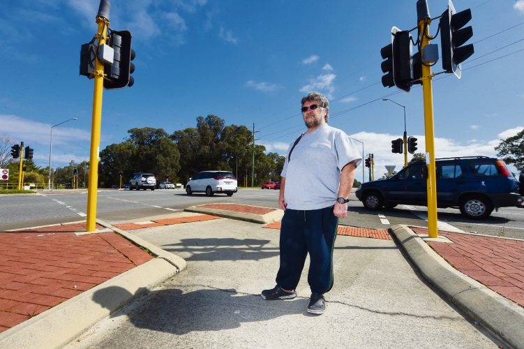 Mandurah man calls for changes to traffic lights