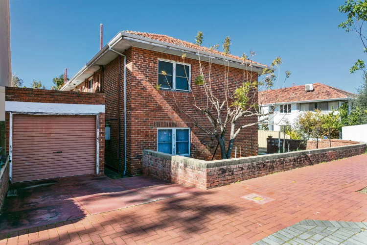 122 Broadway, Crawley – Auction: September 8 at 11am