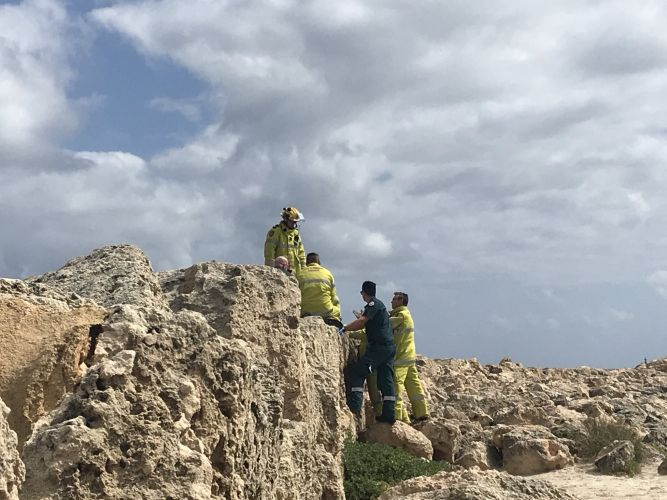 Emergency services staff trying to free the man at Hillarys Boat Harbour. Picture: Cassidy Mosconi, 6PR.