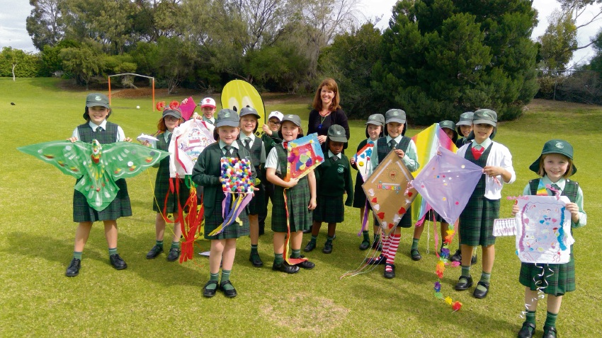 Indonesian teacher Natalie Belcastro and students with their kites.