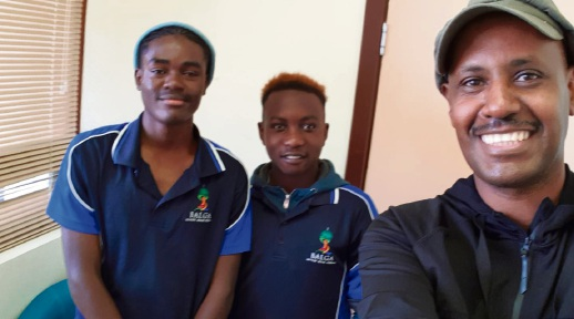 Balga SHS students Gloire Kichimba and Yannick  Kalonda with Abdulrahim Elmi.