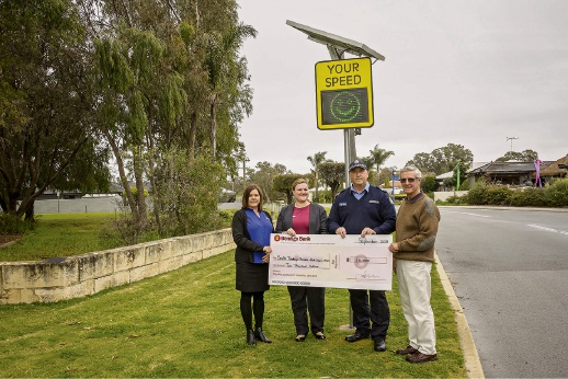 Pinjarra Community Bank customer relations manager Natalie Myers (second left), Murray community development officer Kelly Shipway, Senior Sergeant Ian Francis and SYRRA chairman Alastair McKechnie check out the new signs at South Yunderup.