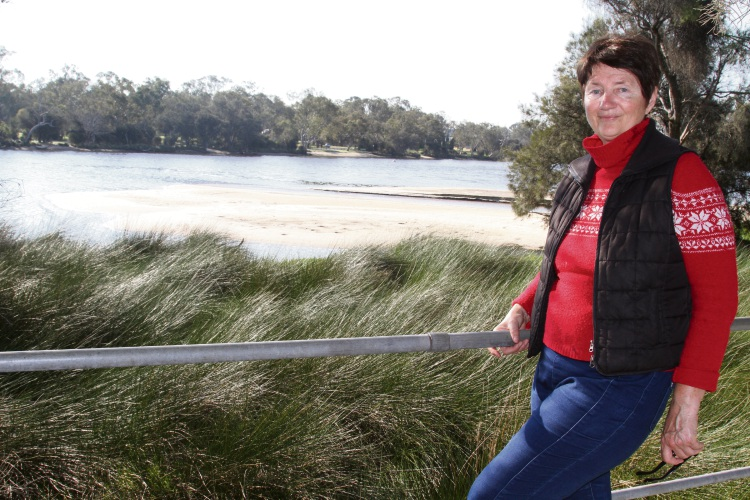 Bella Scharfenstein at the sand bank close to the Redcliffe Bridge near Ayres Bushland.