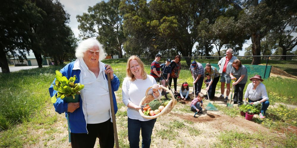 Ken McCallum (Inglewood Bowling Club) and Roslyn Park (Inglewood Community Garden) with local community residents. Photo: Andrew Ritchie