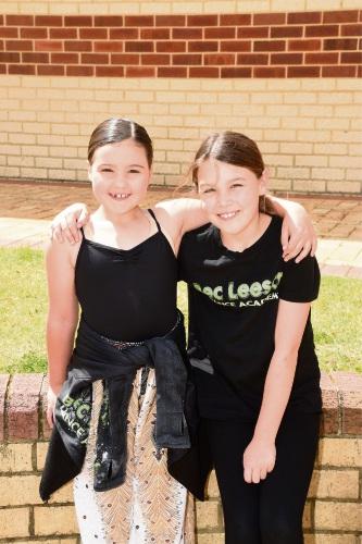 Mia Gardiner (8) and Madalyn Daubney (8). Picture: Jon Hewson www.communitypix.com.au   d486960