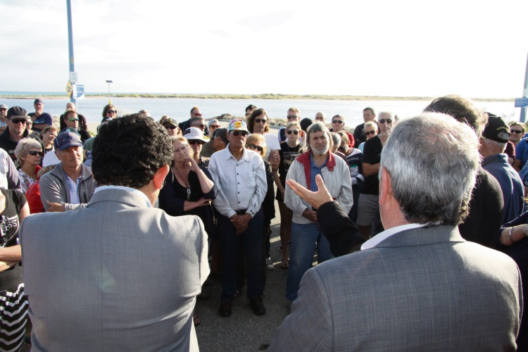 PIC: L-R: Sam Assaad, Mayor Barry Sammels and Rod Fielding address residents at Bent Street Boat ramp.