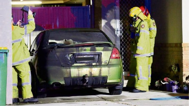 Police at the scene of a suspicious car for in Port Kennedy. Photo by Tex Reeks/Skeer Media.
