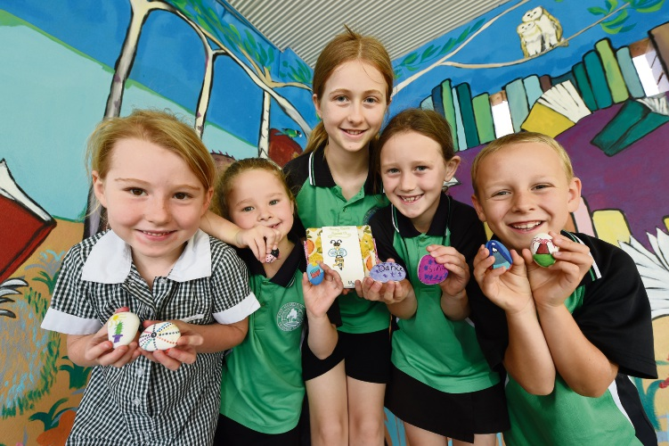 L to R - Lily Kahle, Bonnie Mattravers, Lily Haworth, Macey Mattravers & Shae Atkinson. Photo: Jon Hewson. d488135 communitypix.com.au.