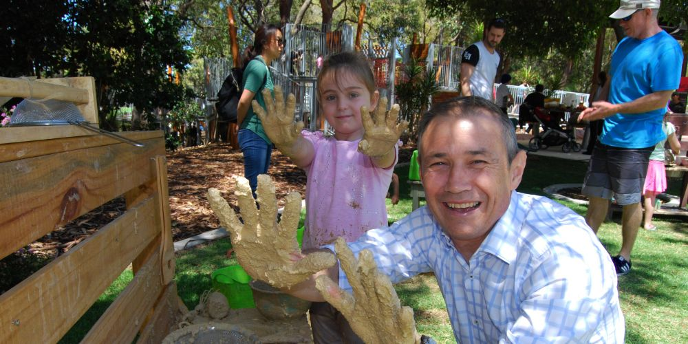 Deputy Premier WA Roger Cook and Marli Cole (7) from Jandakot in the mud kitchen.