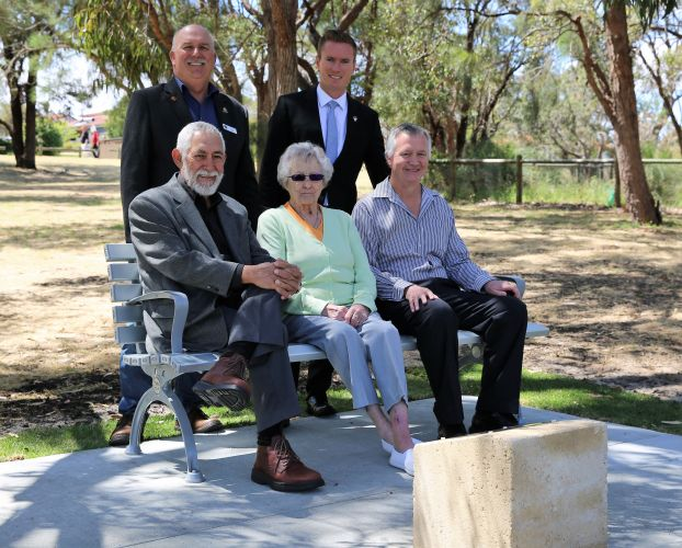 Rita Cooper (representing her late husband Brian) with Colin Heap from Kingsley-Woodvale Lions Club, Joondalup Mayor Albert Jacob and councillors John Chester and John Logan.