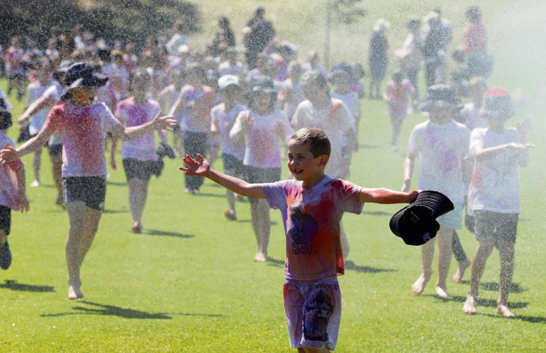The Beaumaris Primary School colour run. Picture: Martin Kennealey d488085