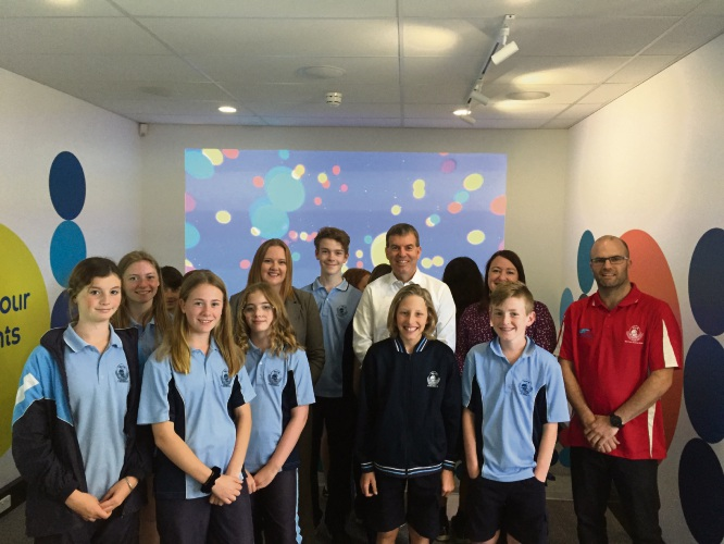 Kingsley MLA Jessica Stojovski, Water Minister Dave Kelly, Joondalup MLA Emily Hamilton, Ocean Reef SHS science teacher Cade Donegan and Year 7 science class students.