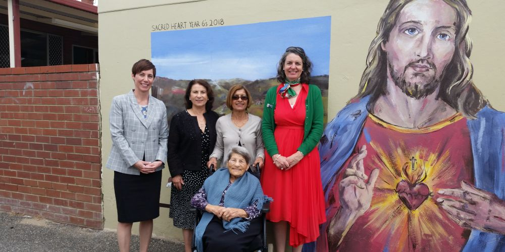 Vincent mayor Emma Cole with Marianne, Frances and Conchetta Rechichi, alongside Sacred Heart visual arts teacher Jenni Del Marco. Picture: Supplied.