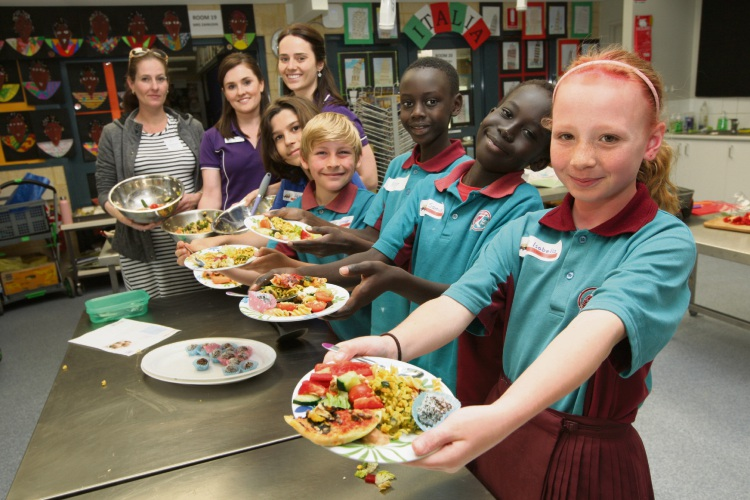 Isabella Kernutt-Howard, front, with other Year 4s, helper Sharon Tana and Foodbank hosts Claire Celenza and Reeanna Morgan . Picture: Bruce Hunt.