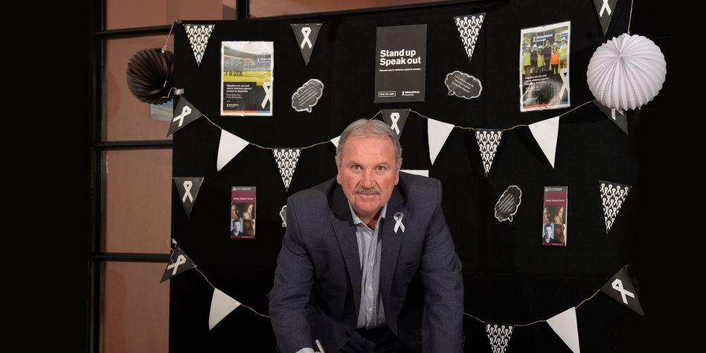 City of Rockingham Mayor Barry Sammels supports White Ribbon Day. Photo: City of Rockingham.