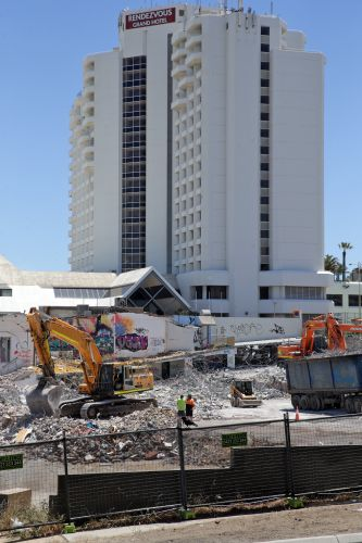 Demolition at the 3 Oceans site in Scarborough. Photo Martin Kennealey. d488944e