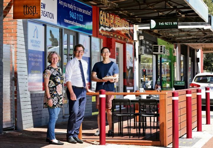 Bayswater: Popular cafe tbsp. installs first on-street parklet on King William Street