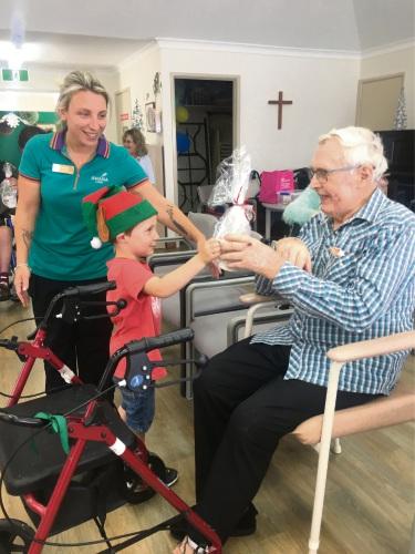 Mandurah nursing home and day care centre bond for Christmas celebration