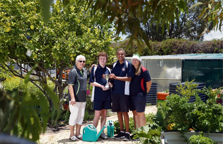Meg Birch (Wanneroo Show Commitee) and teacher Pauline Hull with students. Photo: Martin Kennealey