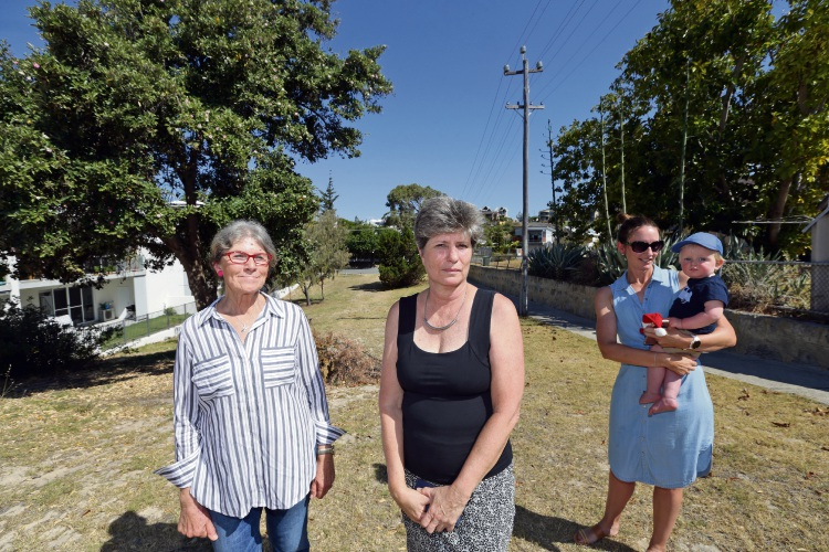 Sandy Blandford (Scarborough), Chantall De Bruin (Kallaroo) and Rose Schuddinh (Scarborough) and her son Jack (1). Photo: Martin Kennealey