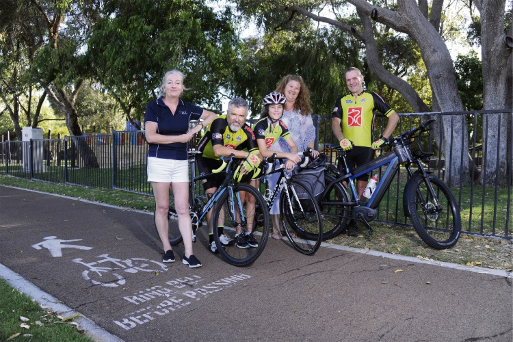 Pic 489735p: Wanneroo Mayor Tracey Roberts and Deputy Mayor Natalie Sangalli with Northern Beaches Cycling Club president Chris Howard and club members Angelina Howard and John Robinson.