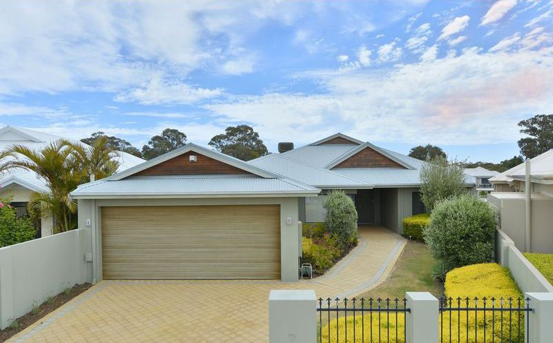 7 Ragamuffin Point, Halls Head – From $1.095 million