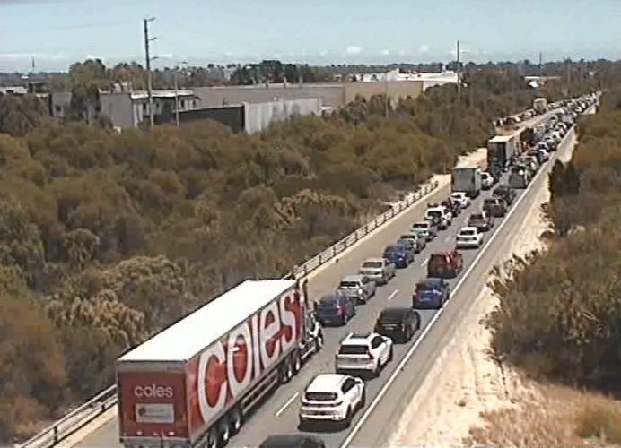 Reid Highway closed in Balcatta due to crash, four taken to hospital