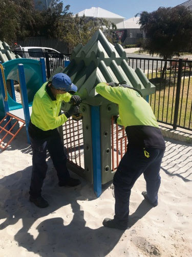 LD TOTAL staff remove the Clarkson playground to relocate it to a women's refuge.