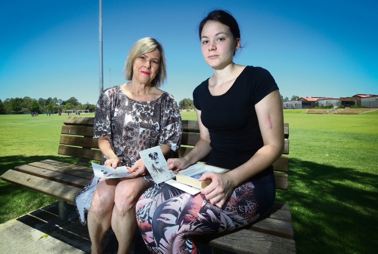 Candylee Thomson (right) with Deputy Mayor Lee-Anne Smith. Photo: Matt Jelonek. d490532 communitypix.com.au