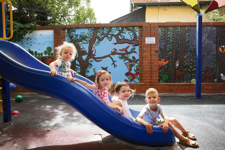 James Kerr (3), Audrey Porter (2),Margot Erickson (2) and Gabriel Visser (3). Shenton College students from Years 7 and 8 created a wall mural at Shenton Park Playgroup. Picture: Andrew Ritchie www.communitypix.com.au   d490785a