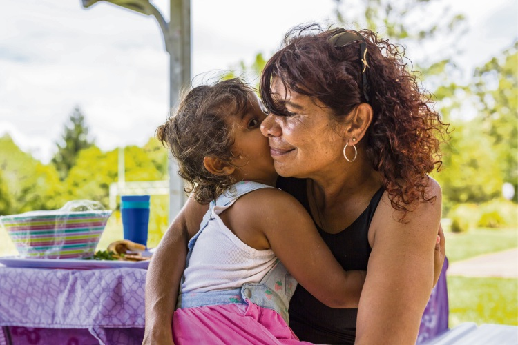 Free parenting package launches online for WA Indigenous families