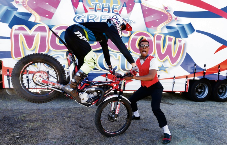 Loic Spencley (Flair Riders) and clown Walison Muh. Photo: Martin Kennealey