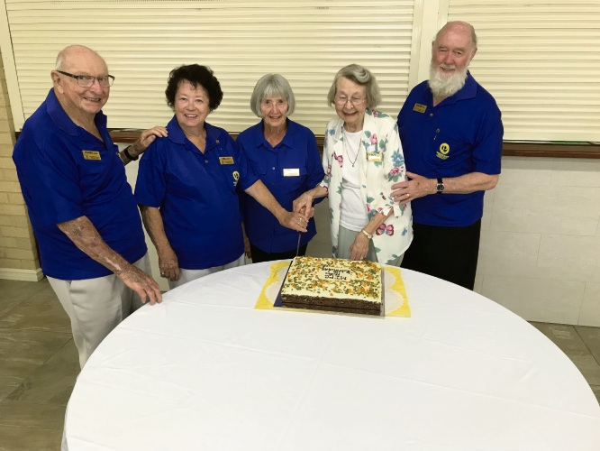Founder members John James, Val Green, Kaye Sewell, Kathy Blyth and Allen Isaac cut the anniversary cake.