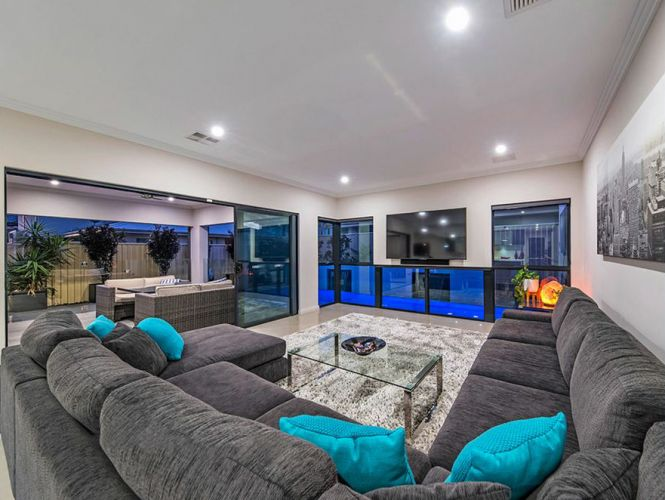 35 Whitehorses Drive, Burns Beach – Offers in the $1.3 millions