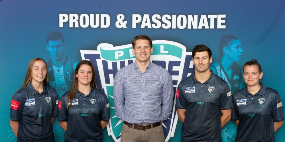 Peel Thunder players Cassie Llewlyn, Jacqueline Atkinson, Ben Howlett and Sarah Verrier with Canning MHR Andrew Hastie (centre).