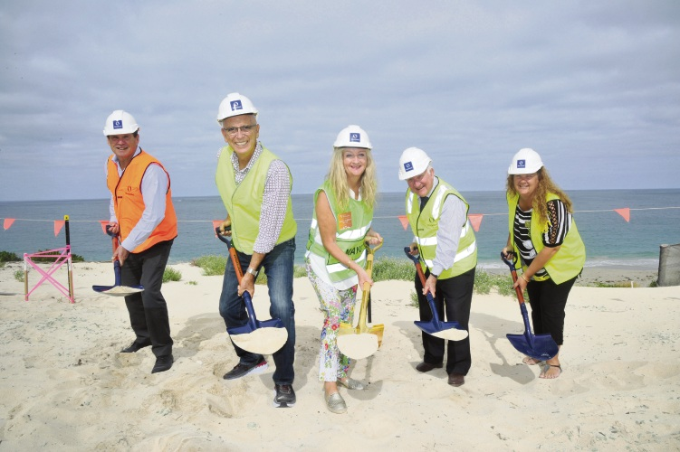 Col Dutton, General Manager Residential at Stockland; John Quigley, Attorney General and Minister for Commerce; Mayor Tracey Roberts; Ross Ledger, Eglinton Estates Director; Deputy Mayor, Natalie Sangalli at Amberton Beach.