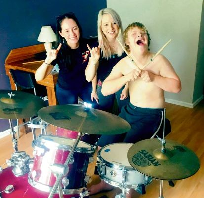 Legs Electric band members Kylie Soanes and Erin Gooden with Rosco House.