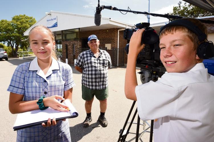 John Papalia with students Isabella Hutton and Cody Hermon. Pic: Jon Hewson www.communitypix.com.au   d491829