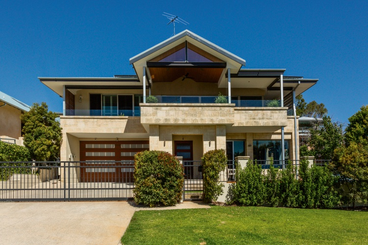 14 Blackwall Reach Parade, Bicton – $4.95 million