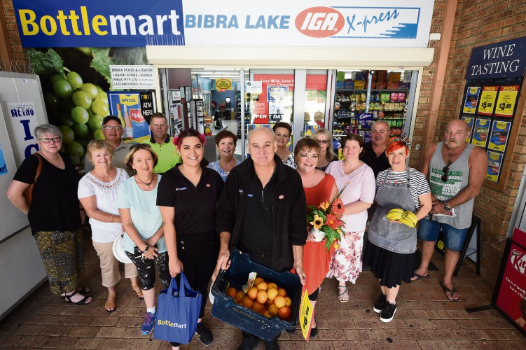 Bibra Lake IGA X-Press staff Pera Edwards, Co-Owner Lou Rigo & Tina Adam with customers. Photo: Jon Hewson. d492387 communitypix.com.au