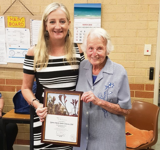 Wanneroo Mayor Tracey Roberts with bowler Flo Thomas (99).