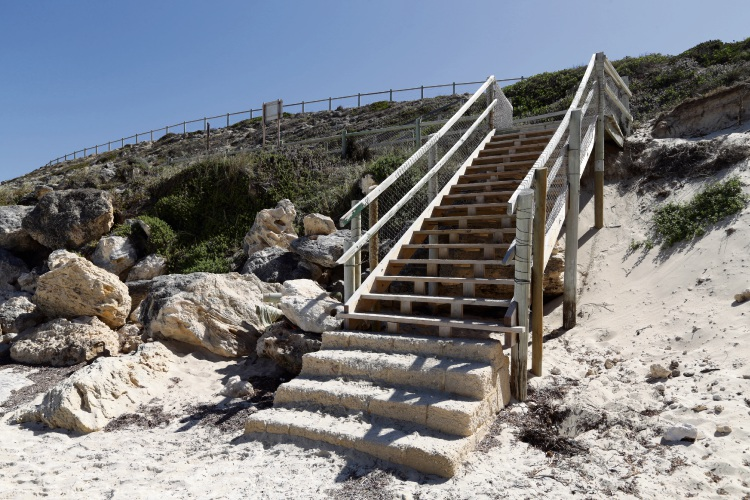 The City of Wanneroo plans to replace stairs at Claytons Beach. d492400