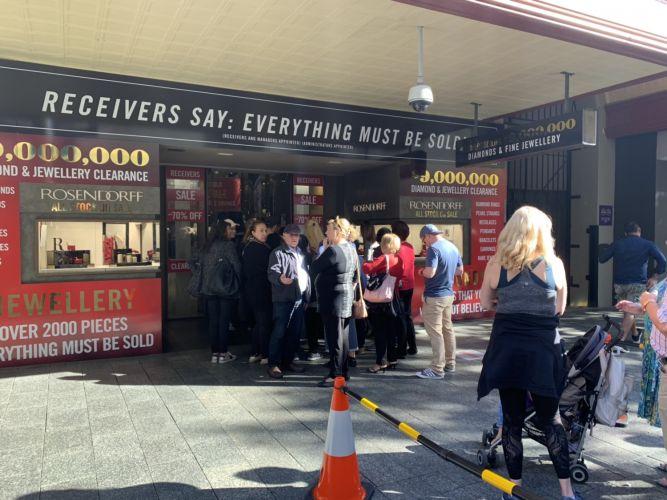 Hundreds queue for Rosendorff Diamonds liquidation sale